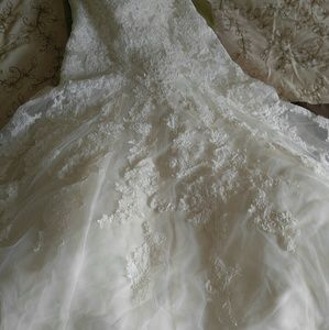 Essense of Australia Wedding Dress Style D1679
